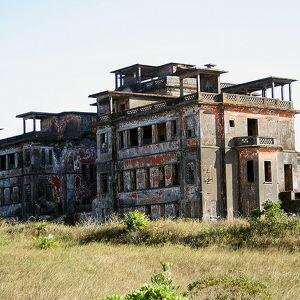 Заброшенное здание казино «Бокор Хилл»