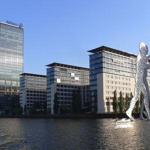 Скульптура Молекулярный человек